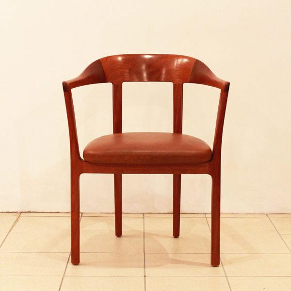 Ole-Wanscher-Armchair-02.jpg