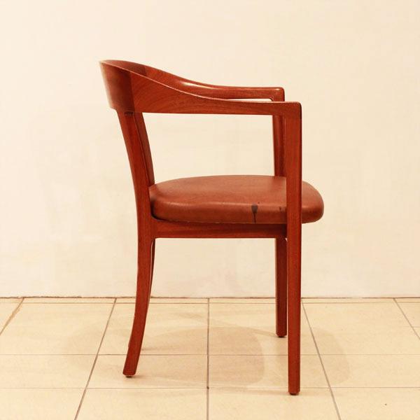 Ole-Wanscher-Armchair-03.jpg