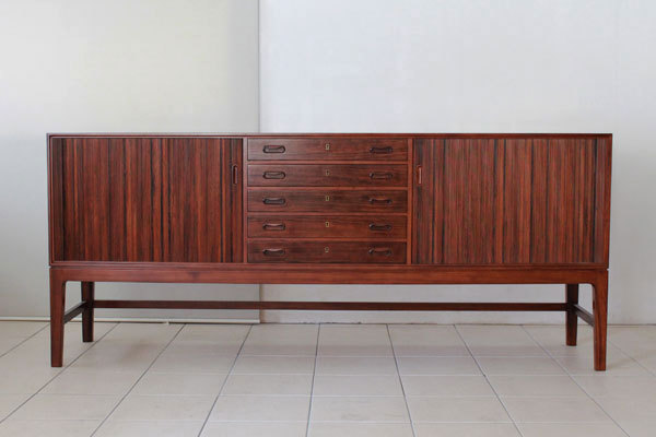 Ole-Wanscher-Rosewood-side-board-03.jpg