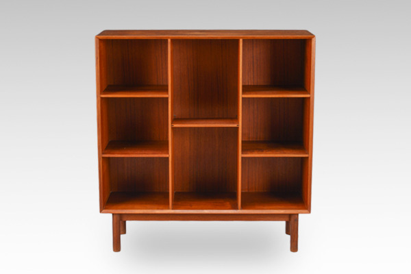 Peter-Hvidt--shelf-teak-.-Orla-Mølgaard-Nielsen-01.jpg