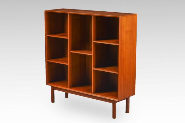 Peter-Hvidt--shelf-teak-.-Orla-Mølgaard-Nielsen-02.jpg