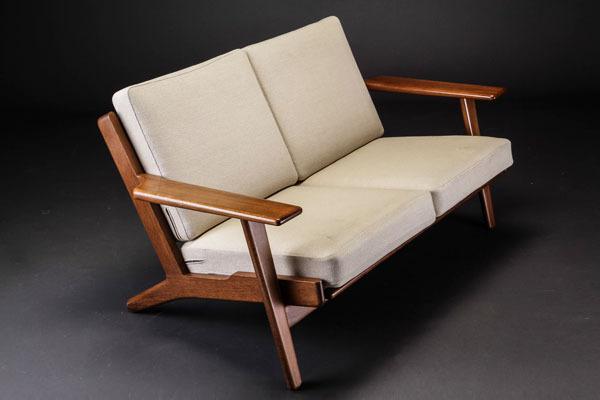 Wegner-2seater-sofa-GE290-01.jpg