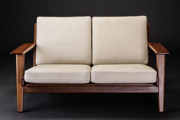 Wegner-2seater-sofa-GE290-02.jpg