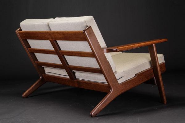 Wegner-2seater-sofa-GE290-03.jpg