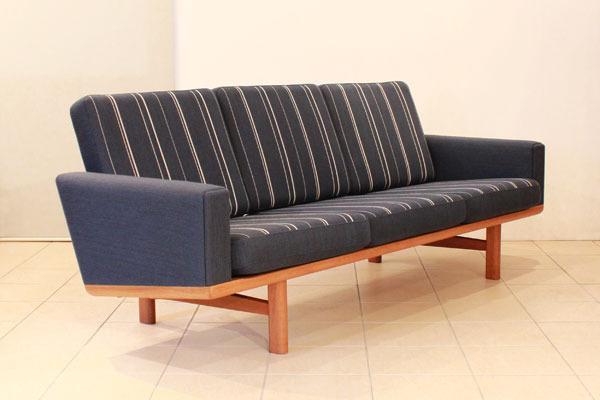 Wegner-3-seater-sofa-GE236-01.jpg