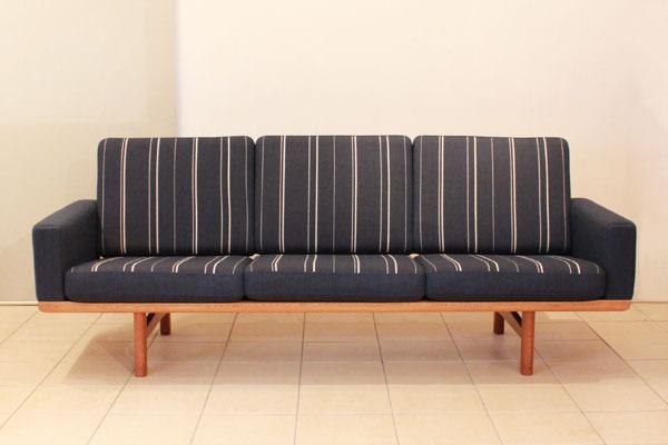 Wegner-3-seater-sofa-GE236-03.jpg