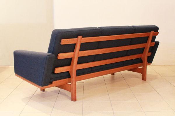Wegner-3-seater-sofa-GE236-04.jpg