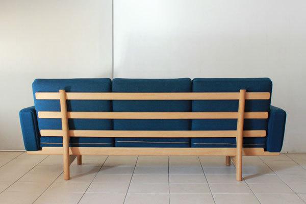 Wegner-3seater-sofa-GE236-04.jpg