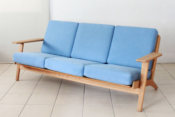 Wegner-3seater-sofa-GE290-01.jpg