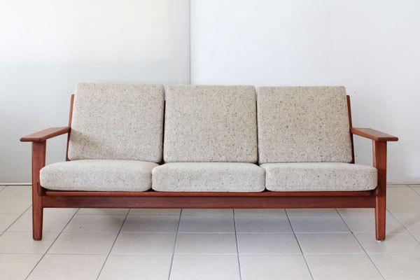 Wegner-3seater-sofa-GE290-Teak-02.jpg