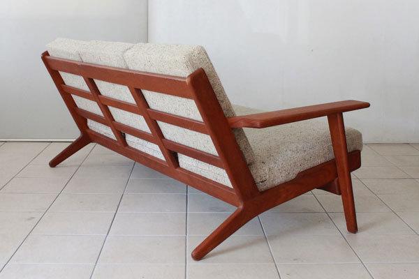 Wegner-3seater-sofa-GE290-Teak-05.jpg