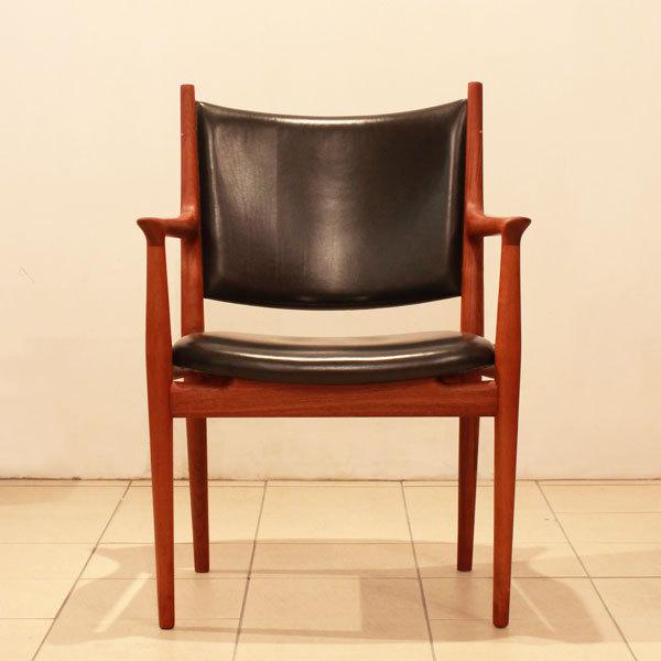 Wegner-Armchair-JH513-06.jpg