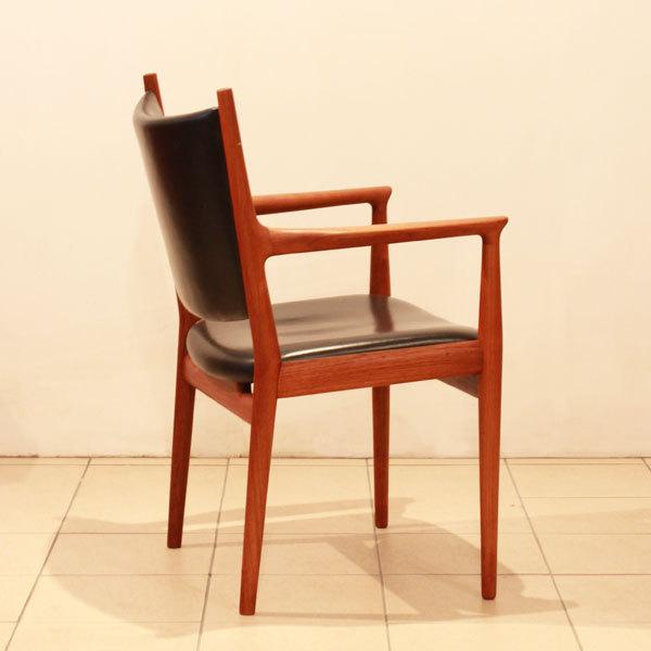 Wegner-Armchair-JH513-07.jpg