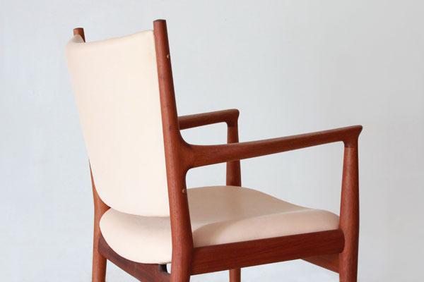 Wegner-Armchair-JH713-01.jpg