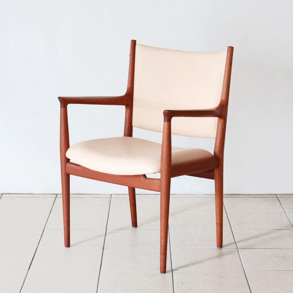 Wegner-Armchair-JH713-02.jpg