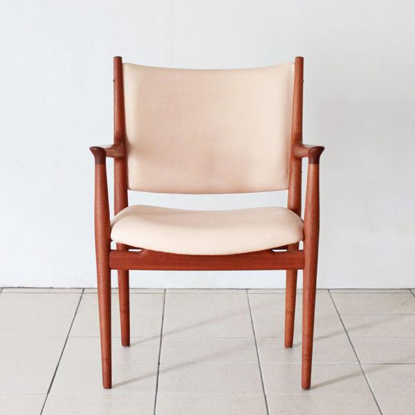 Wegner-Armchair-JH713-03.jpg