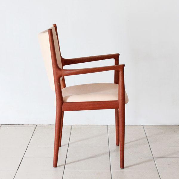 Wegner-Armchair-JH713-04.jpg