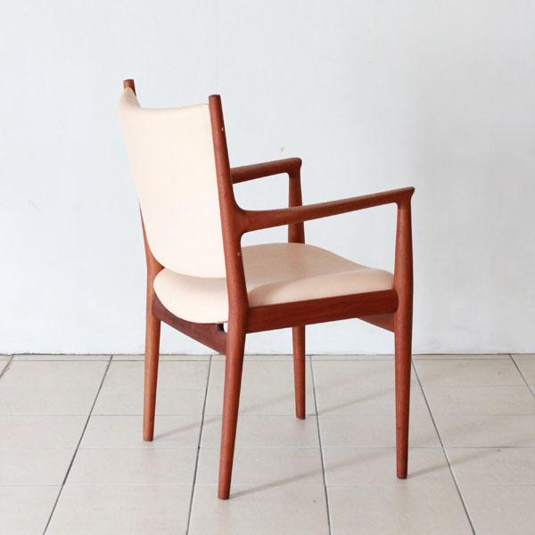Wegner-Armchair-JH713-05.jpg