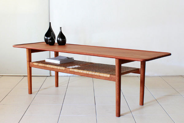 Wegner-Coffee-table-AT10-01.jpg