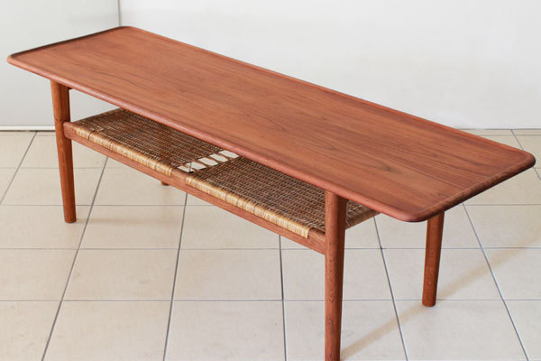 Wegner-Coffee-table-AT10-03.jpg