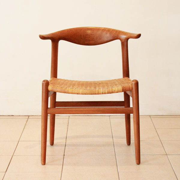 Wegner-Cowhorn-Chair-JH505-02.jpg