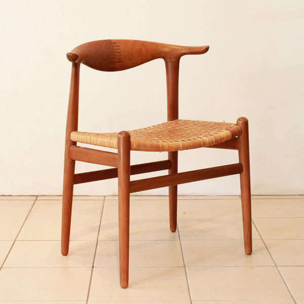 Wegner-Cowhorn-Chair-JH505-03.jpg