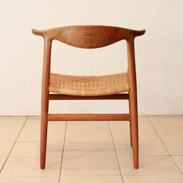 Wegner-Cowhorn-Chair-JH505-04.jpg