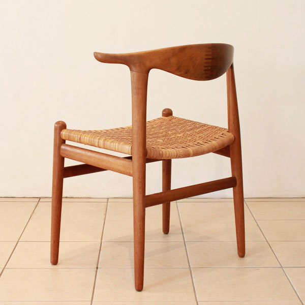 Wegner-Cowhorn-Chair-JH505-05.jpg