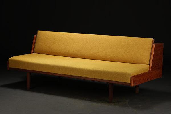 Wegner-Daybed-Teak-yellow-01.jpg