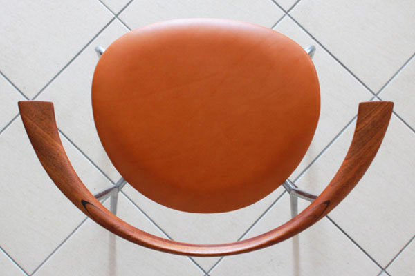 Wegner-Dining-chairs-JH701-03.jpg