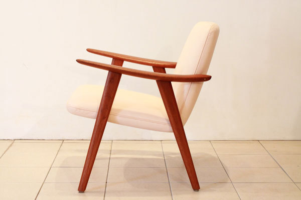 Wegner-Easy-chair-JH517-01.jpg