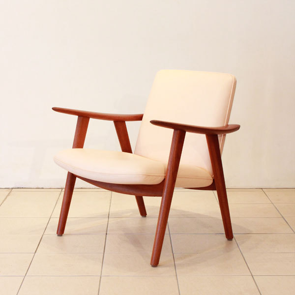 Wegner-Easy-chair-JH517-02.jpg
