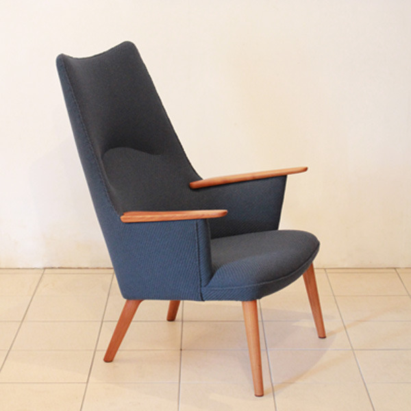 Wegner-Mama-bear-chair-AP27-03.jpg