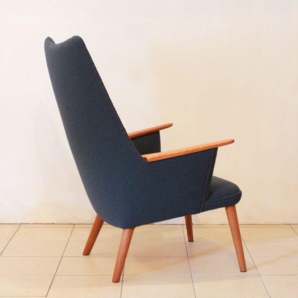Wegner-Mama-bear-chair-AP27-05.jpg