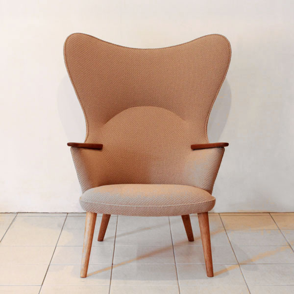 Wegner-Mama-bear-chair-AP28-02.jpg