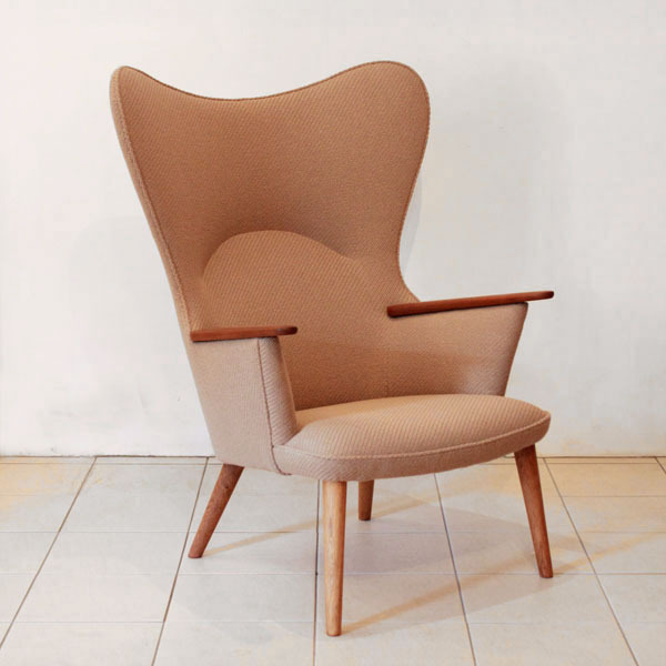 Wegner-Mama-bear-chair-AP28-03.jpg