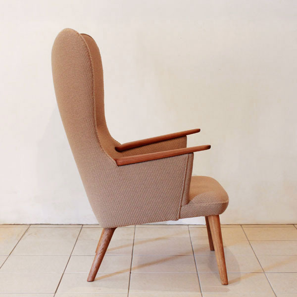 Wegner-Mama-bear-chair-AP28-04.jpg