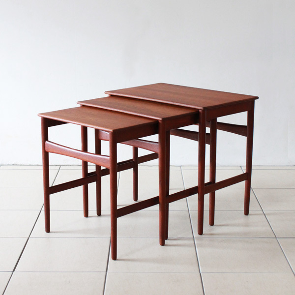 Wegner-Nest-table-Teak-02.jpg