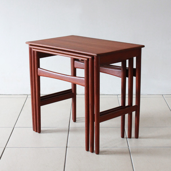 Wegner-Nest-table-Teak-03.jpg