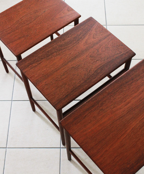 Wegner-Nest-table-Teak-04.jpg