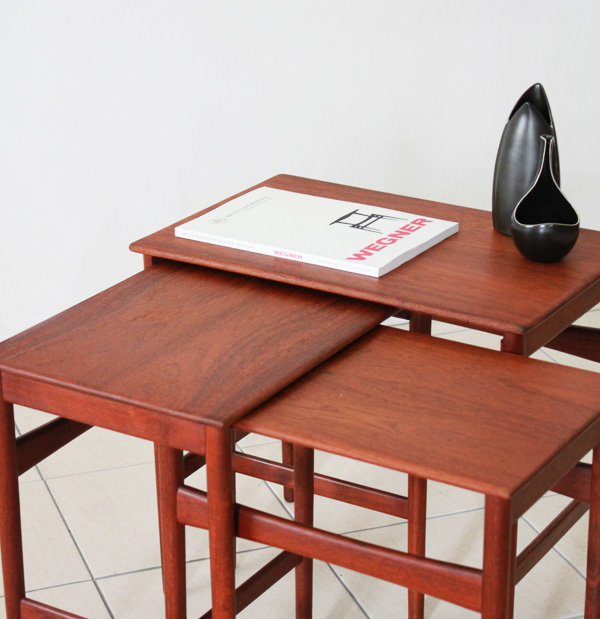 Wegner-Nest-table-Teak-06.jpg