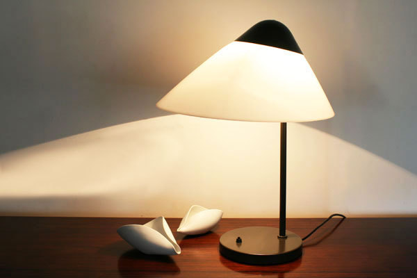 Wegner-Opala-desk-lamp-01.jpg
