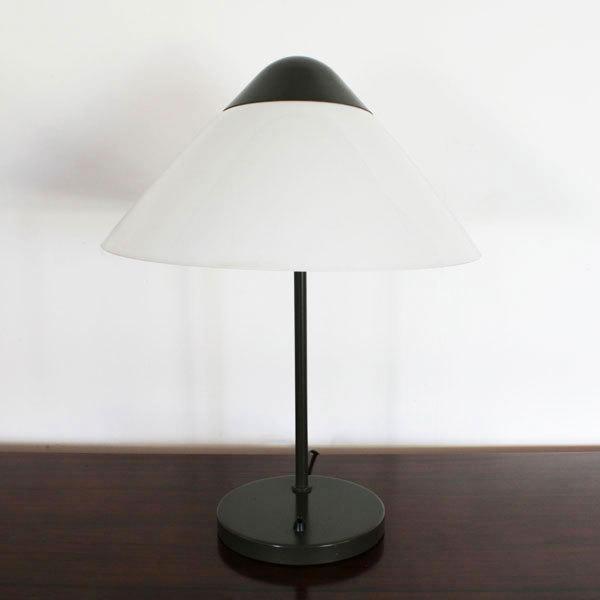 Wegner-Opala-desk-lamp-02.jpg