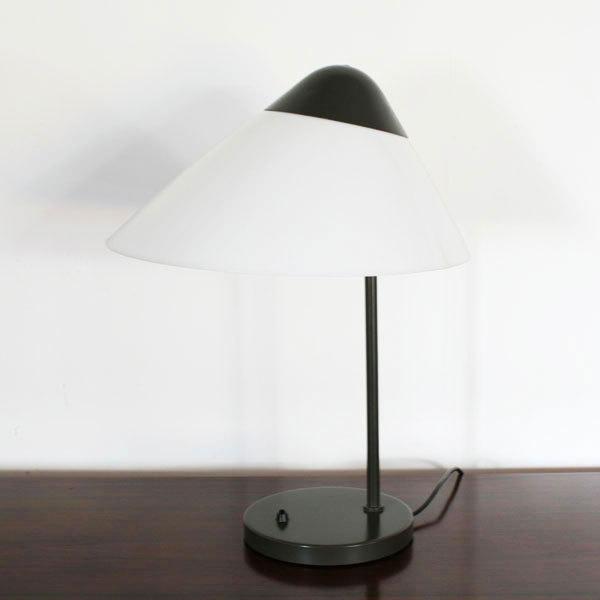 Wegner-Opala-desk-lamp-03.jpg