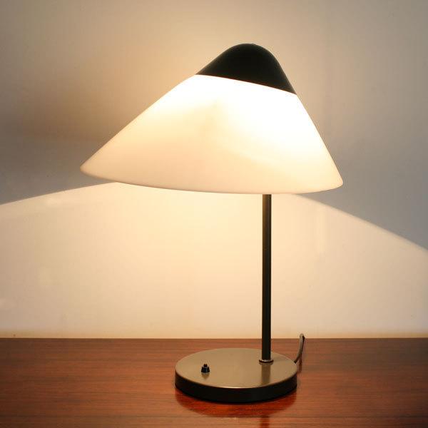 Wegner-Opala-desk-lamp-04.jpg