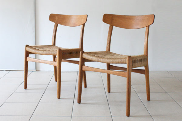 Wegner-Pair-of-CH23-Oak-03.jpg