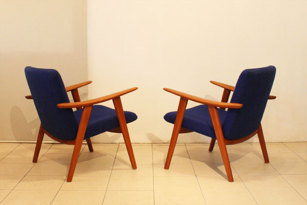 Wegner-Pair-of-Easy-chairs-JH517_02.jpg