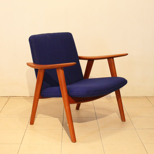 Wegner-Pair-of-Easy-chairs-JH517_03.jpg