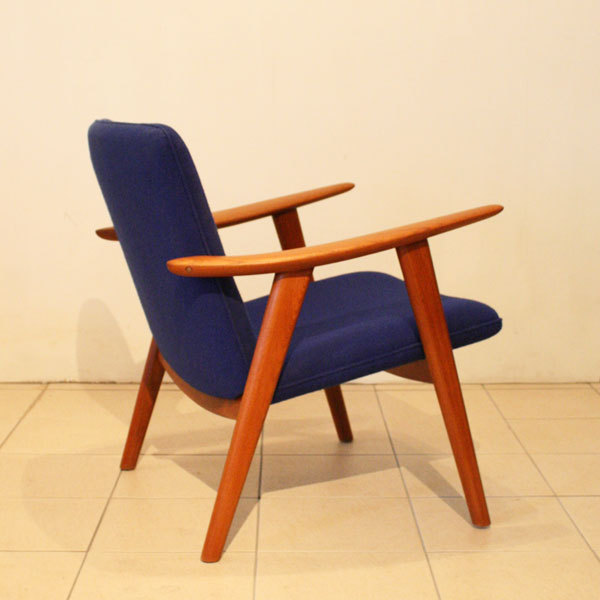 Wegner-Pair-of-Easy-chairs-JH517_05.jpg