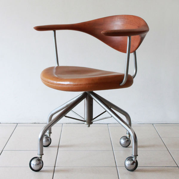 Wegner-Swivel-Chair--03.jpg